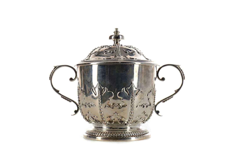 Lot 421 - AN EDWARDIAN SILVER LIDDED TWIN HANDLED LOVING CUP
