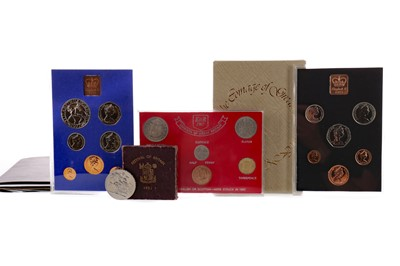 Lot 7 - A COLLECTION OF SILVER COINS, DECIMAL COIN SETS AND BANKNOTES