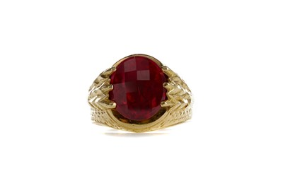 Lot 854 - A GENTLEMAN'S RED GEM SET RING