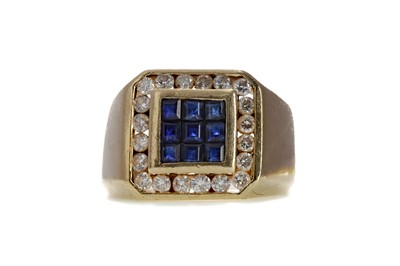 Lot 856 - A GENTLEMAN'S BLUE GEM SET AND DIAMOND RING