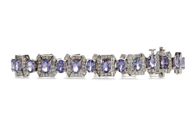 Lot 866 - A TANZANITE AND DIAMOND BRACELET