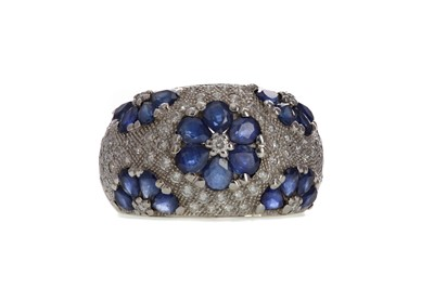 Lot 841 - A SAPPHIRE AND DIAMOND DRESS RING