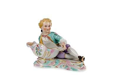Lot 1029 - A LATE 19TH CENTURY CONTINENTAL PORCELAIN FIGURAL BOW