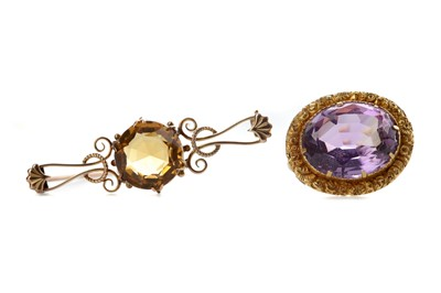 Lot 908 - AN AMETHYST AND A CITRINE BROOCH