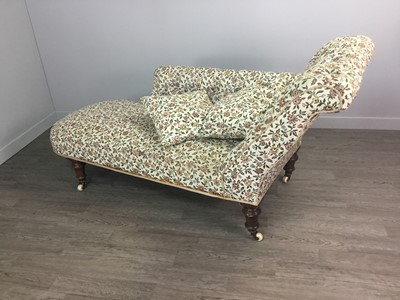 Lot 1355 - A VICTORIAN CHAISE LOUNGE