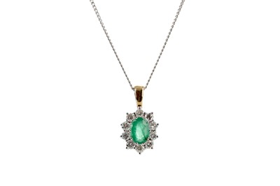 Lot 865 - AN EMERALD AND DIAMOND PENDANT