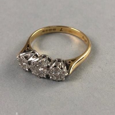 Lot 69 - A DIAMOND THREE STONE RING SET IN EIGHTEEN CARAT