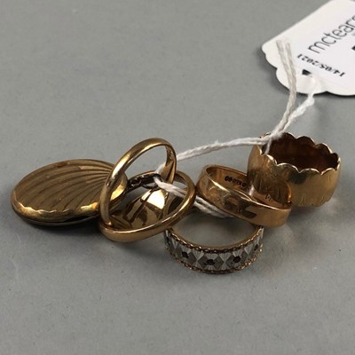 Lot 71 - A LOT OF FIVE NINE CARAT  GOLD WEDDING AND SIGNET RINGS