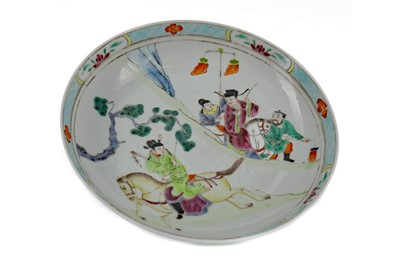 Lot 796 - AN EARLY 20TH CENTURY CHINESE PLATE