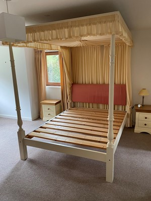 Lot 1420 - A MODERN WHITE PAINTED FOUR POSTER BEDSTEAD