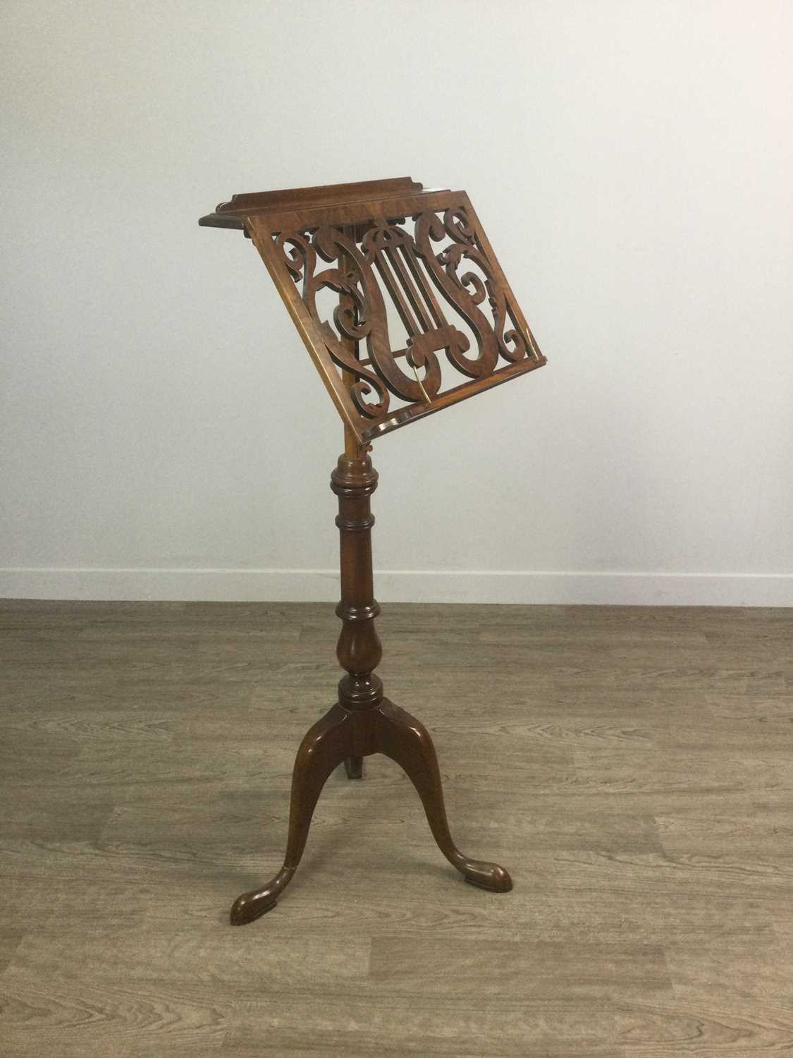 Lot 1411 - A MAHOGANY AND WALNUT SINGLE SIDED ADJUSTABLE MUSIC STAND