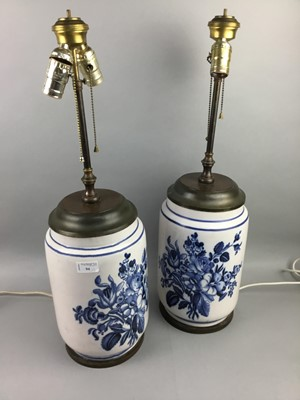 Lot 94 - A PAIR OF DELFT STYLE BLUE AND WHITE CERAMIC TABLE LAMPS
