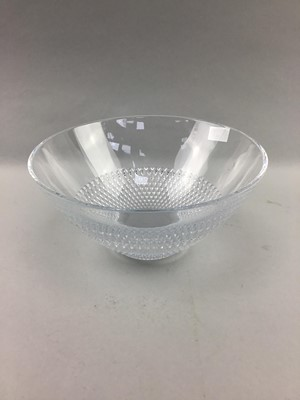 Lot 64 - A LOT OF GLASS WARE INCLUDING A JOHN ROCHA WATERFORD CRYSTAL BOWL