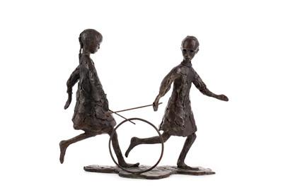 Lot 559 - A BRONZE SCULPTURE OF TWO CHILDREN ROLLING A HOOP