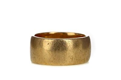 Lot 310 - A GENTLEMAN'S DIAMOND SET RING