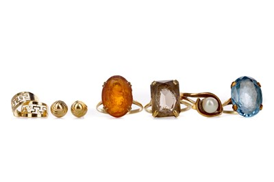 Lot 322 - A COLLECTION OF DRESS RINGS AND OTHER ITEMS