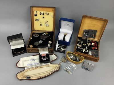 Lot 22 - A COLLECTION OF COSTUME JEWELLERY AND STAMPS