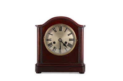 Lot 1160 - AN EDWARDIAN MAHOGANY MANTEL CLOCK