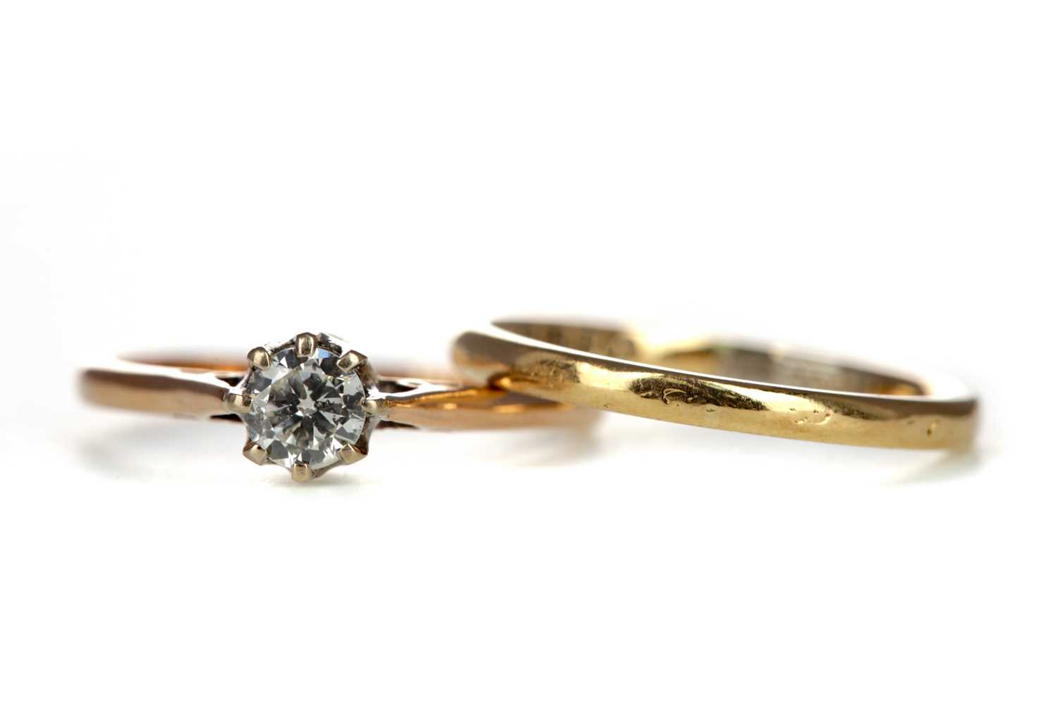 Lot 330 - A DIAMOND RING AND A WEDDING BAND