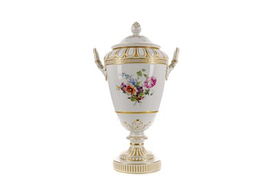 Lot 1049 - A LATE 19TH CENTURY BERLIN PORCELAIN VASE AND COVER
