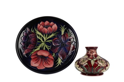 Lot 1051 - A CONTEMPORARY MOORCROFT VASE AND PLATE