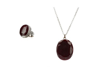 Lot 423 - A LARGE RUBY RING AND PENDANT