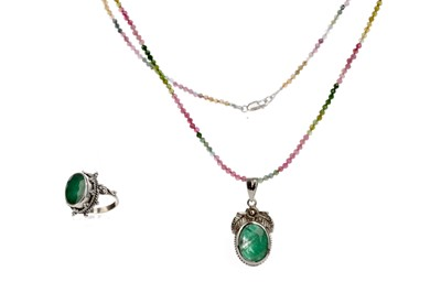 Lot 427 - A TOURMALINE BEAD NECKLACE, EMERALD RING AND PENDANT