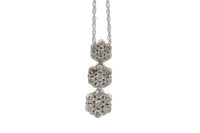 Lot 358 - A DIAMOND CLUSTER PENDANT