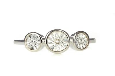 Lot 410 - A DIAMOND  RING