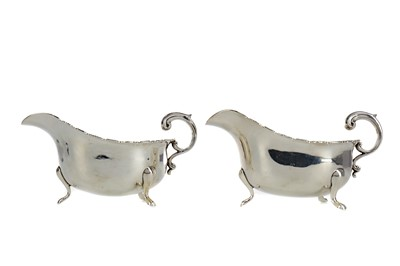 Lot 487 - A PAIR OF EARLY 20TH CENTURY SILVER SAUCE BOATS
