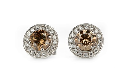 Lot 405 - A PAIR OF CERTIFICATED DIAMOND EARRINGS