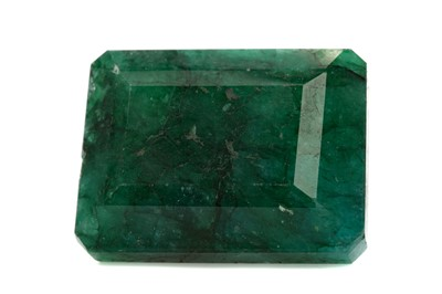 Lot 423 - **AN IMPRESSIVE CERTIFICATED UNMOUNTED EMERALD