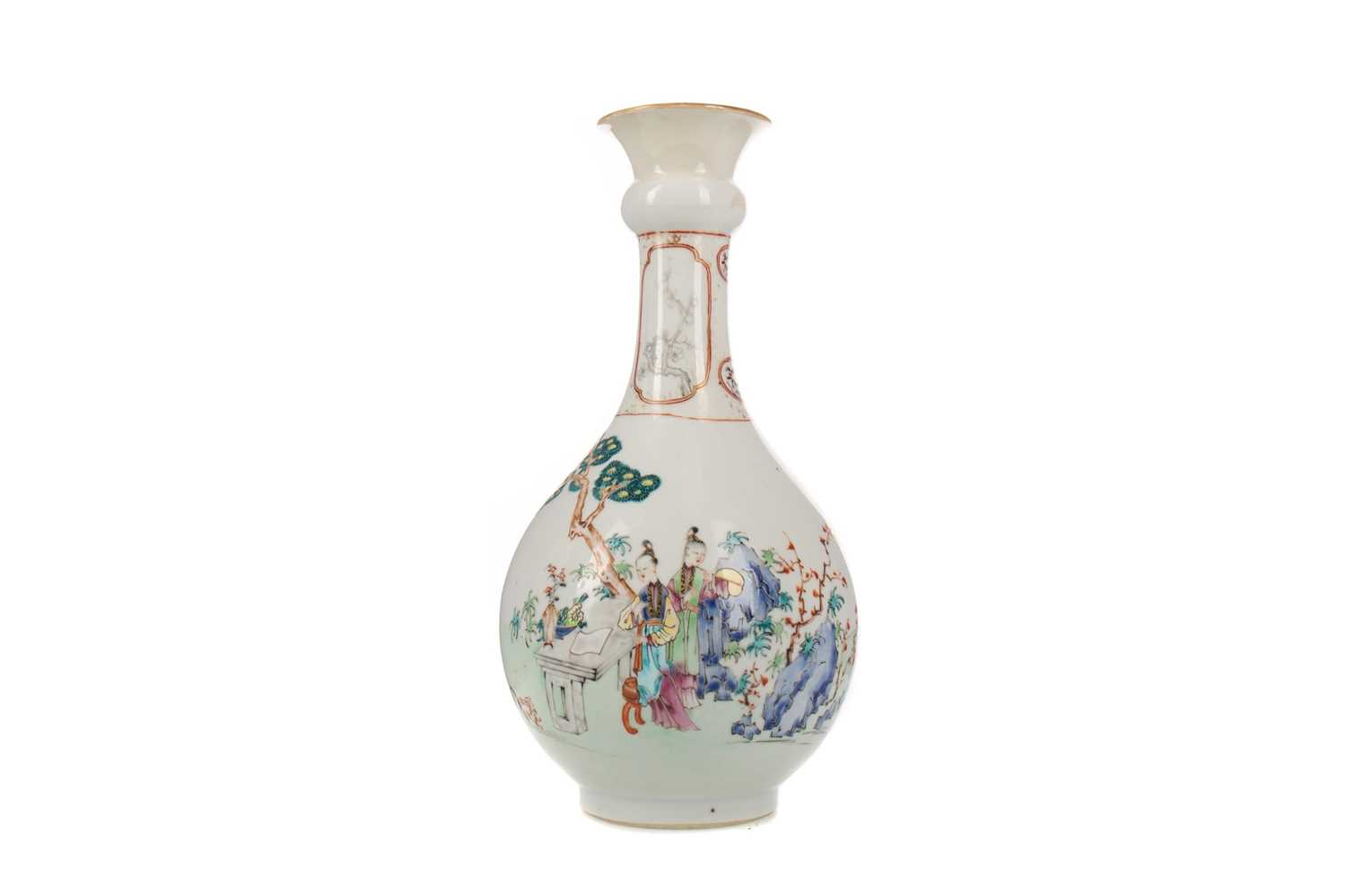 Lot 1690 - A LATE 19TH/EARLY 20TH CENTURY CHINESE FAMILLE ROSE VASE