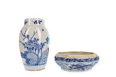 Lot 826 - AN EARLY 20TH CENTURY CHINESE VASE AND A DISH BASE