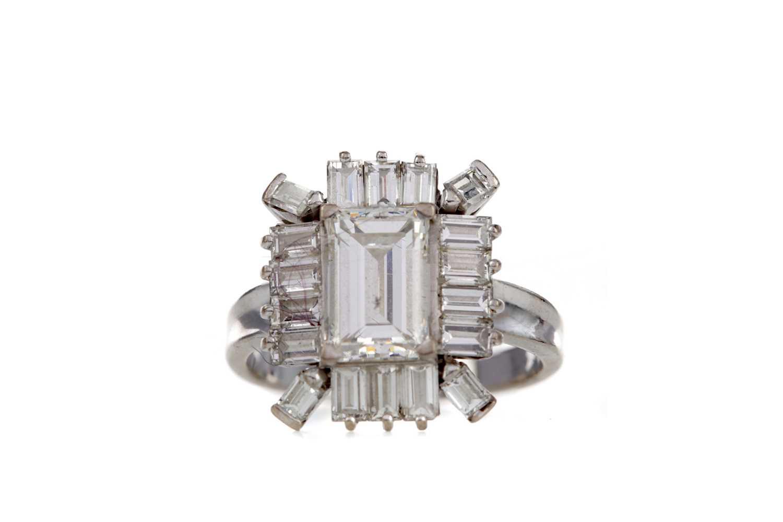 Lot 1310 - A DIAMOND DRESS RING