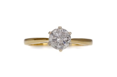Lot 1303 - A DIAMOND SOLITAIRE RING
