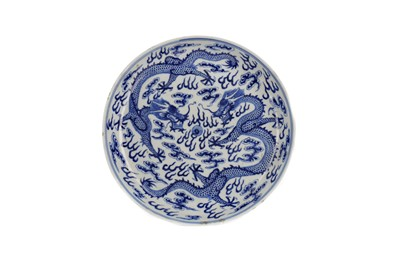 Lot 883 - AN EARLY 20TH CENTURY CHINESE BLUE AND WHITE CIRCULAR DISH