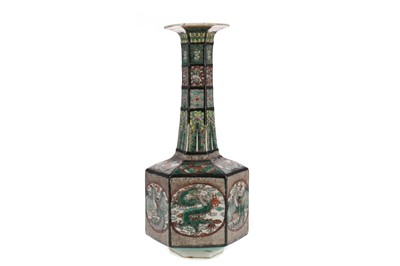 Lot 865 - A 19TH CENTURY CHINESE VASE