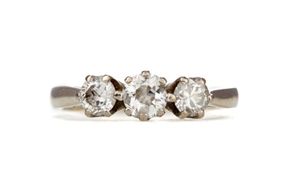 Lot 1320 - A DIAMOND THREE STONE RING