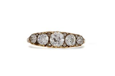 Lot 1321 - A DIAMOND FIVE STONE RING