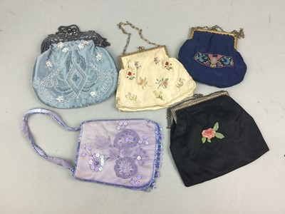 Lot 39 - A LOT OF PURSES AND EVENING BAGS