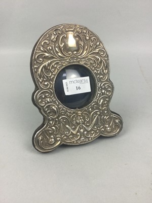 Lot 16 - A SILVER MOUNTED WATCH HOLDER FRAME