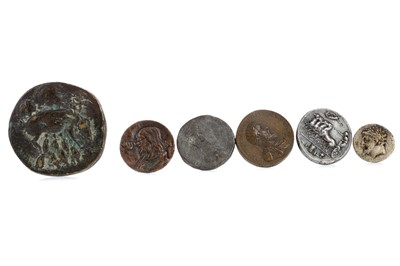 Lot 62 - A GROUP OF ANCIENT GREEK, ROMAN AND REPLICA COINS AND MEDALLIONS