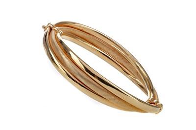 Lot 1327 - A GOLD TWIST BANGLE