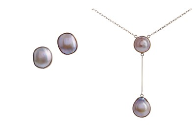 Lot 1337 - A BLISTER PEARL NECKLACE AND EARRING SET