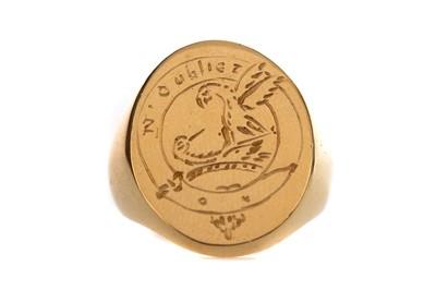 Lot 482 - AN EIGHTEEN CARAT GOLD SIGNET RING