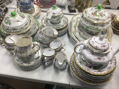 Lot 69 - A COPELAND PART DINNER SERVICE, ANOTHER TEA SERVICE AND OTHER CERAMICS