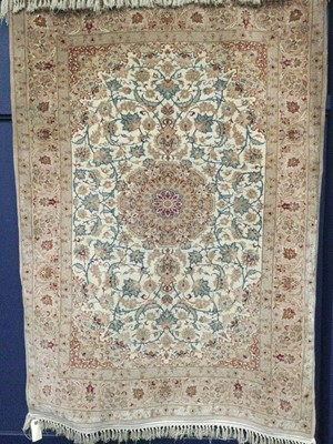 Lot 910 - A SMALL BORDERED RUG OF KASHAN DESIGN
