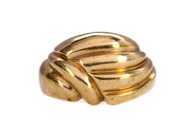Lot 1358 - A GOLD RING
