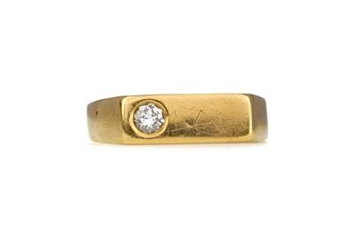 Lot 1364 - A DIAMOND DRESS RING